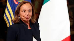 وزيرة الداخلية الإيطالية لوتشانا لامورغيزي ب